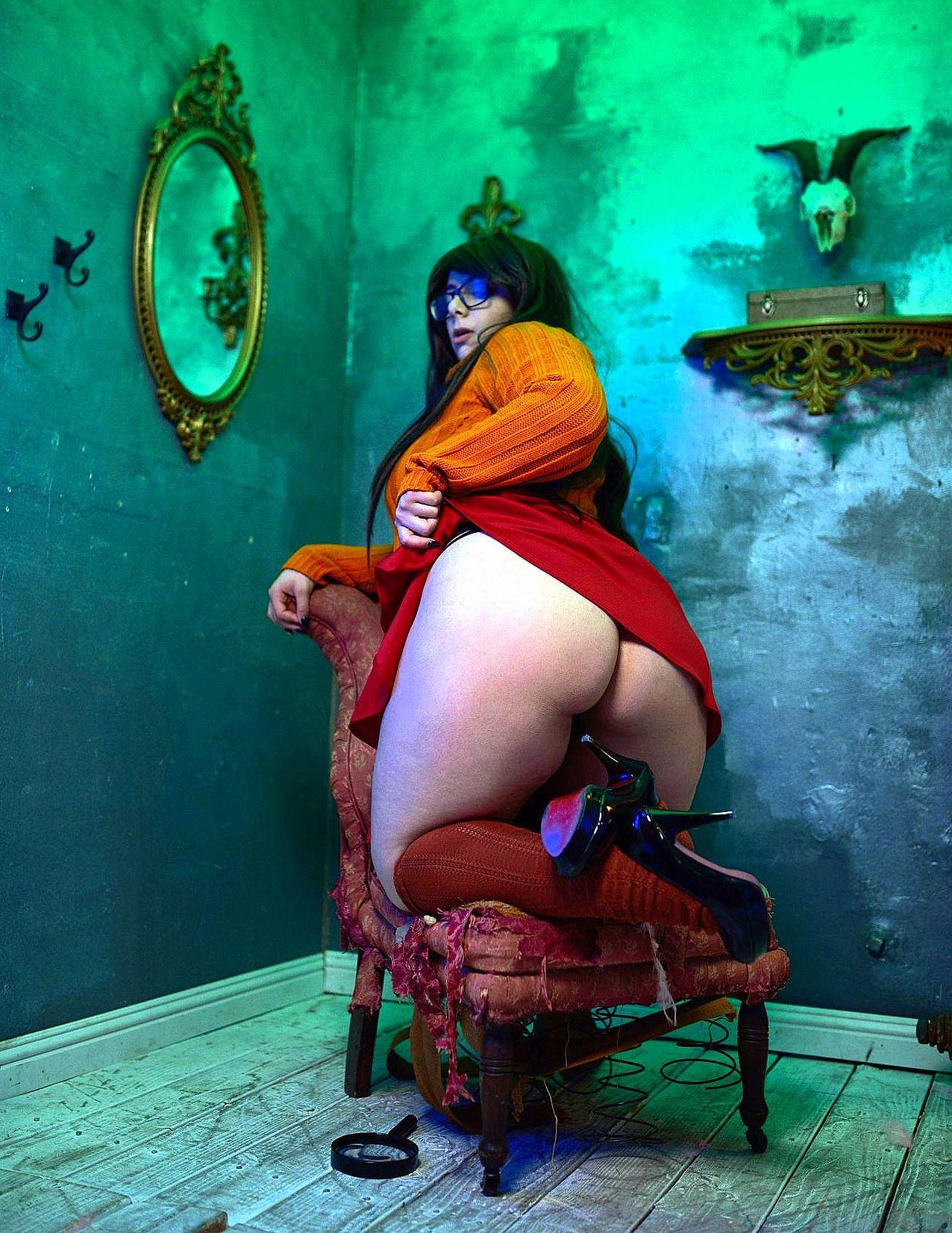 big_ass cosplay glasses high_heels scooby-doo skirt_lift stockings velma_dinkley