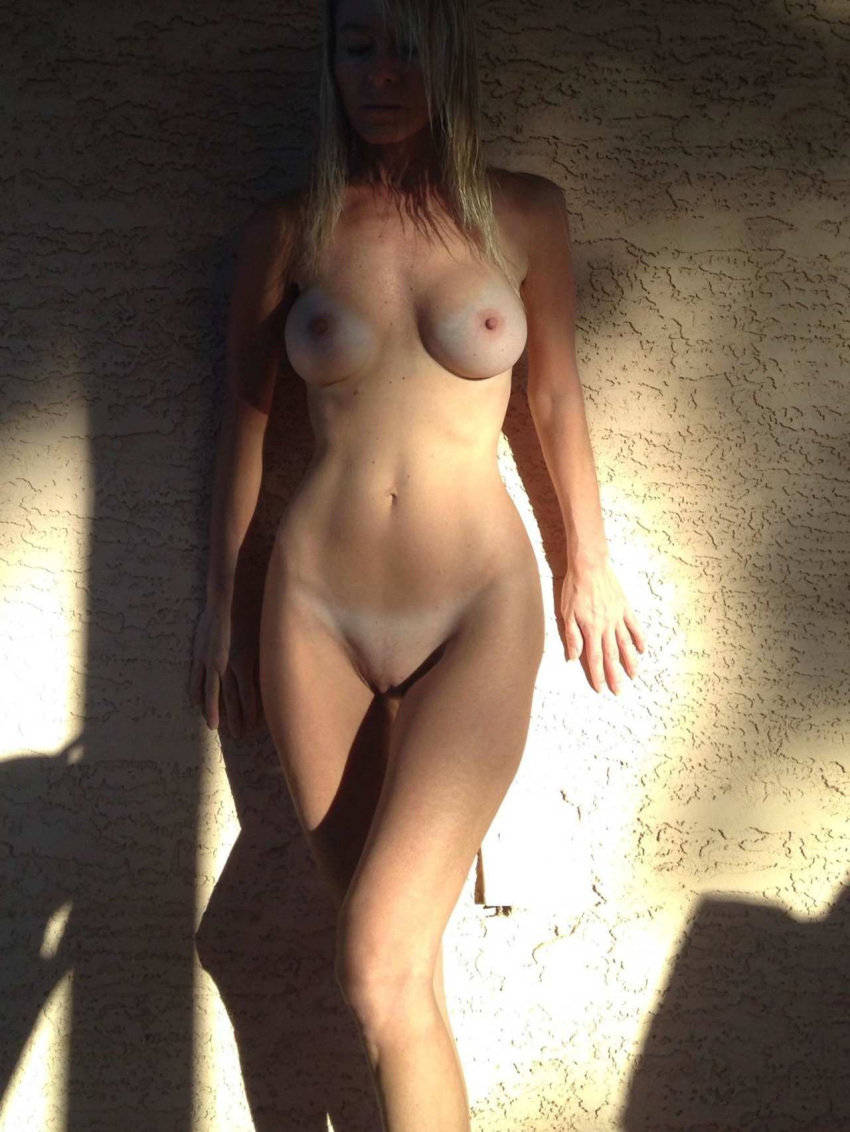 babe beautiful frontal nude