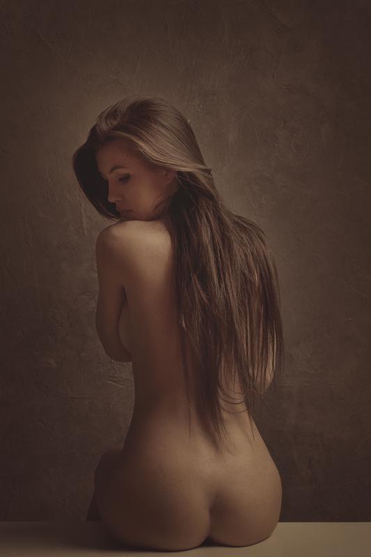 Half nude back girls — photo 2